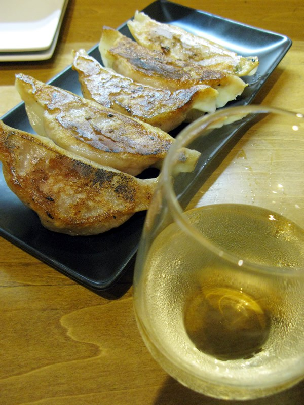 ひとりでも、ふらっと立ち寄り餃子&ワイン@渋谷