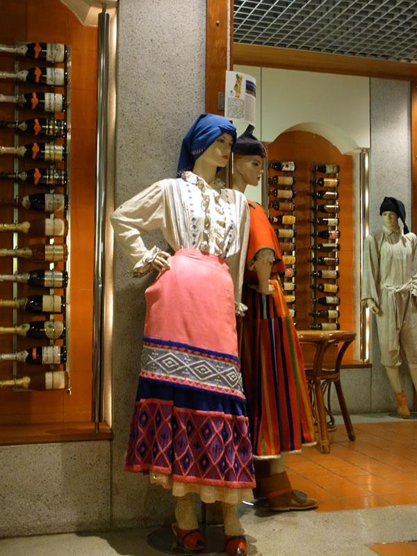 ワインとマネキンの妙、マカオのワイン博物館
