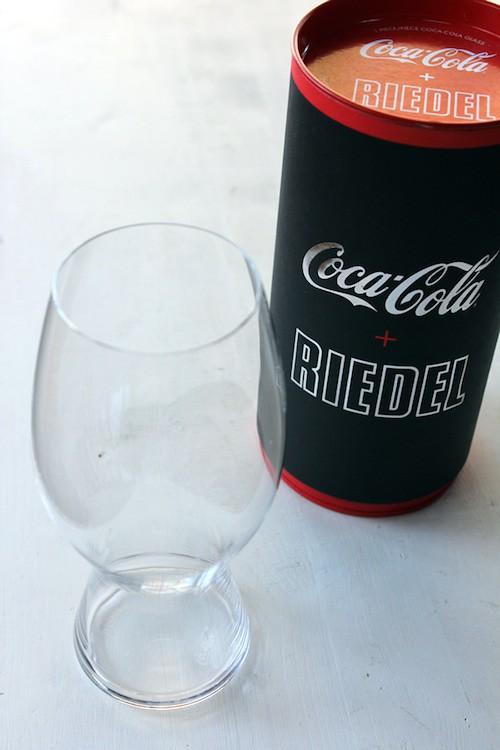リーデルのグラスでコカ・コーラをワインのように語ろう